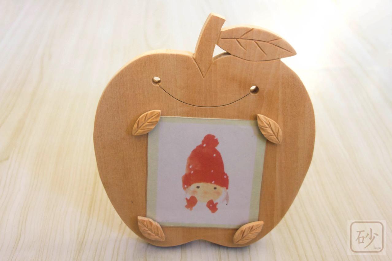 木彫りの写真立て りんご