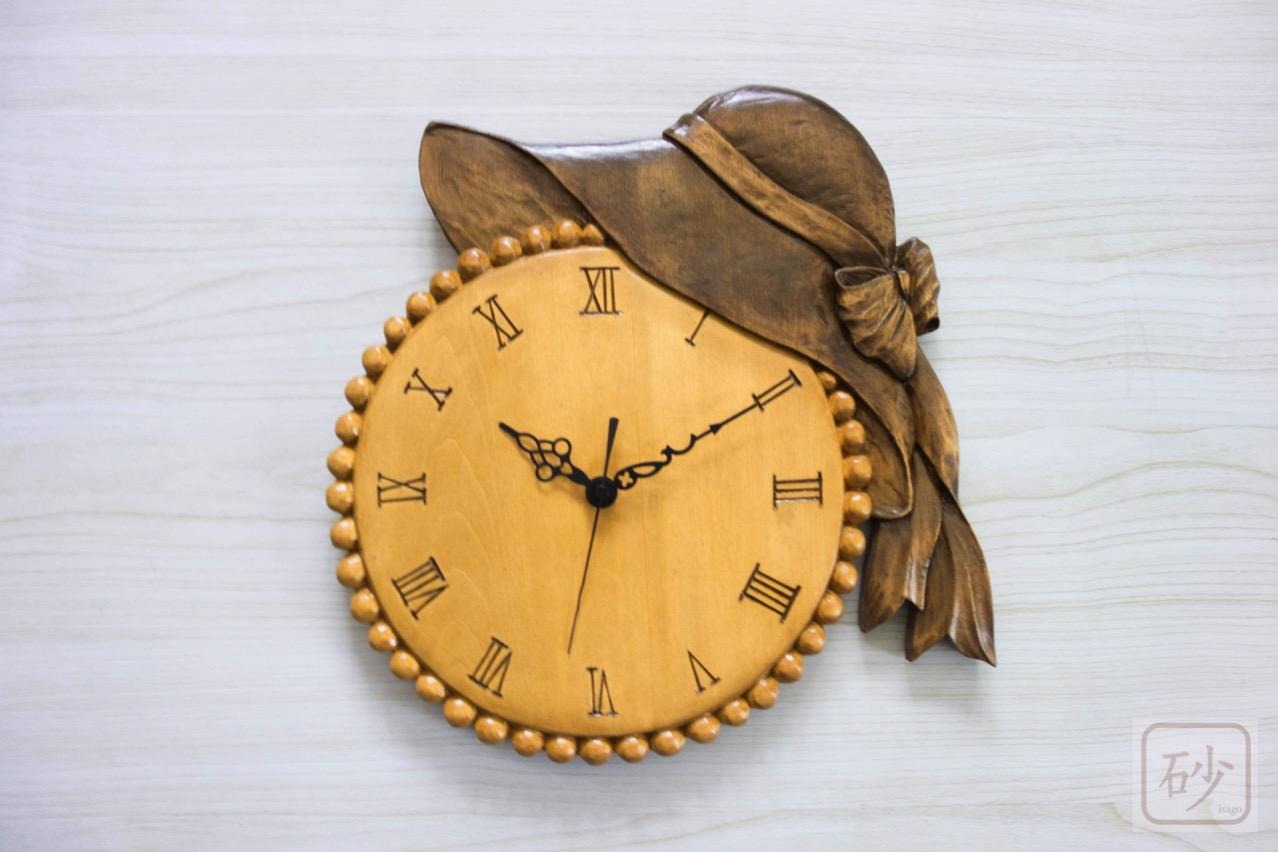 木彫りの掛け時計