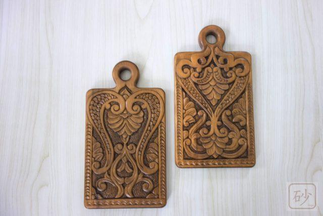 木彫りのカッティングボード 2種
