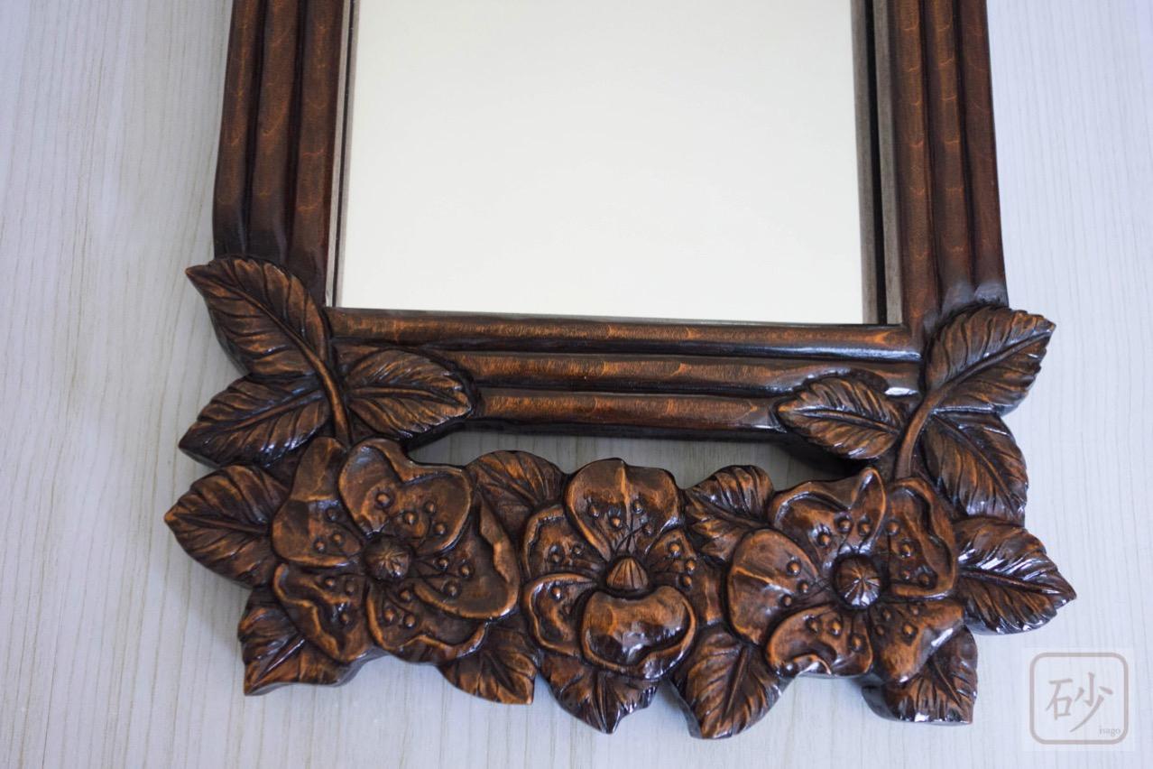 木彫りの長鏡下部