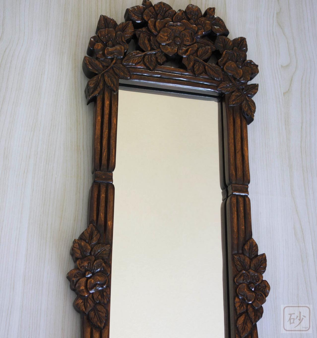 木彫りの長鏡上部