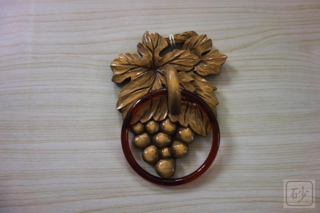 木彫りのタオル掛け ブドウ