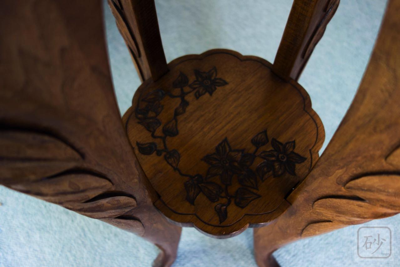 木彫りの花台