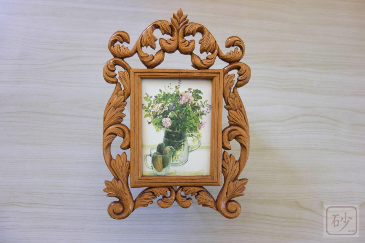 木彫り 薄い板の写真立て アカンサス柄