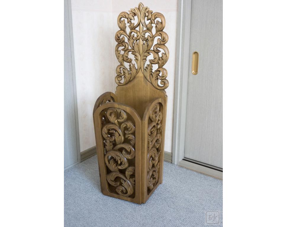 朴の木の木彫作品