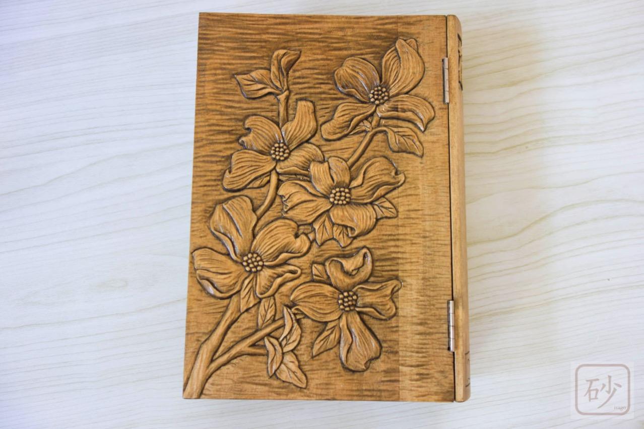木彫りのブック型小物入れ ハナミズキ