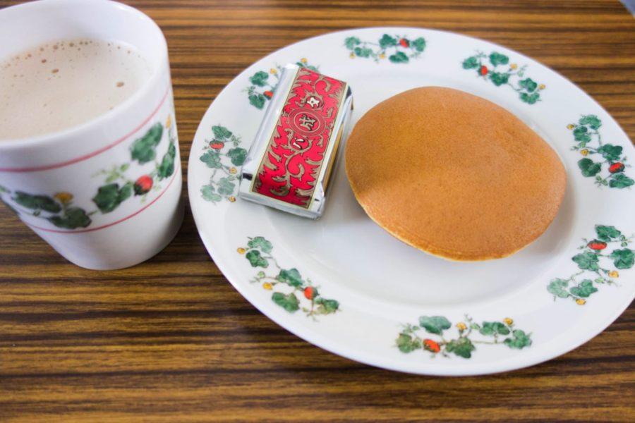 六花亭お皿とマグカップ
