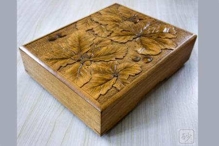 木彫りの文箱 どんぐり