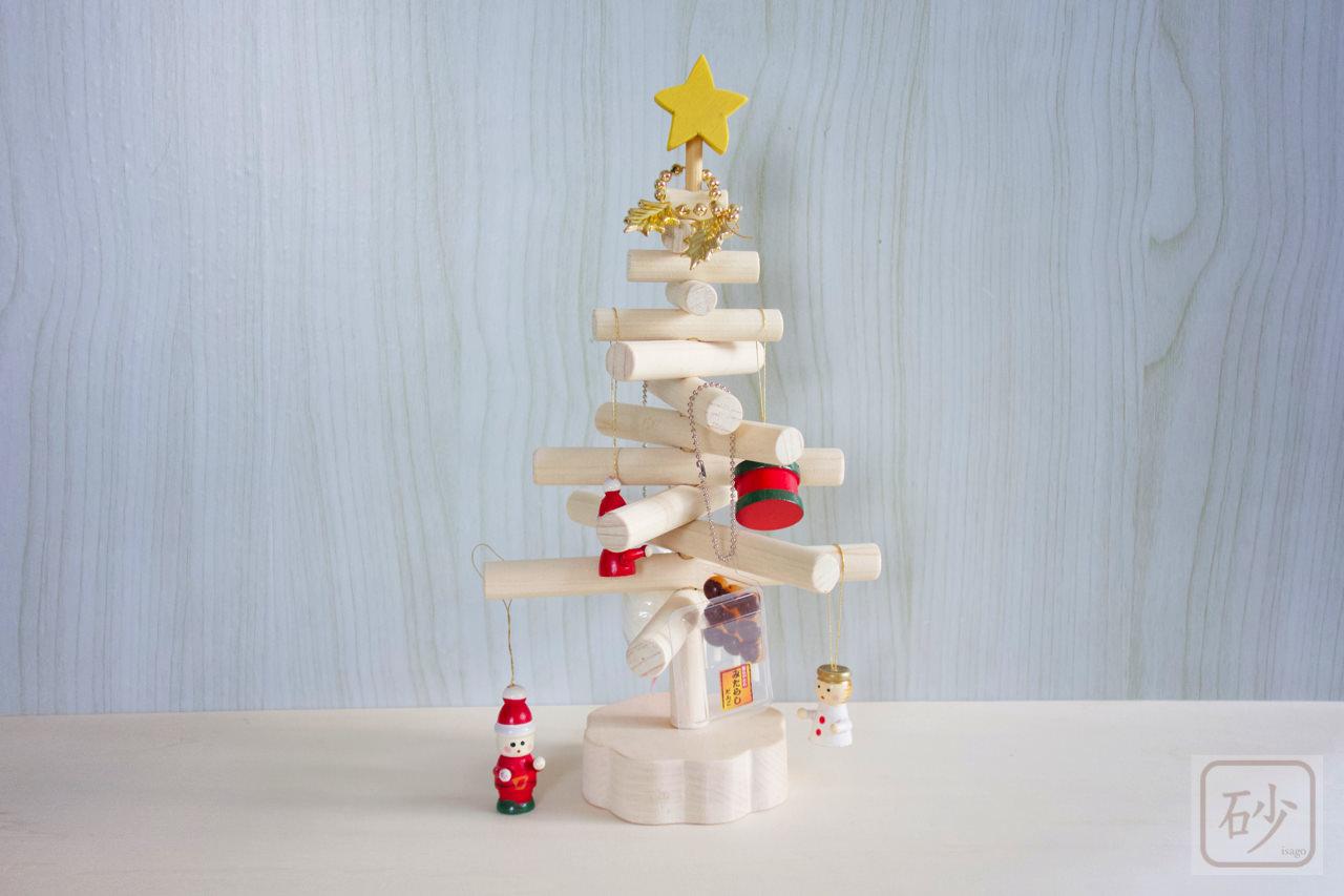 木の棒でクリスマスツリーを作ってみた