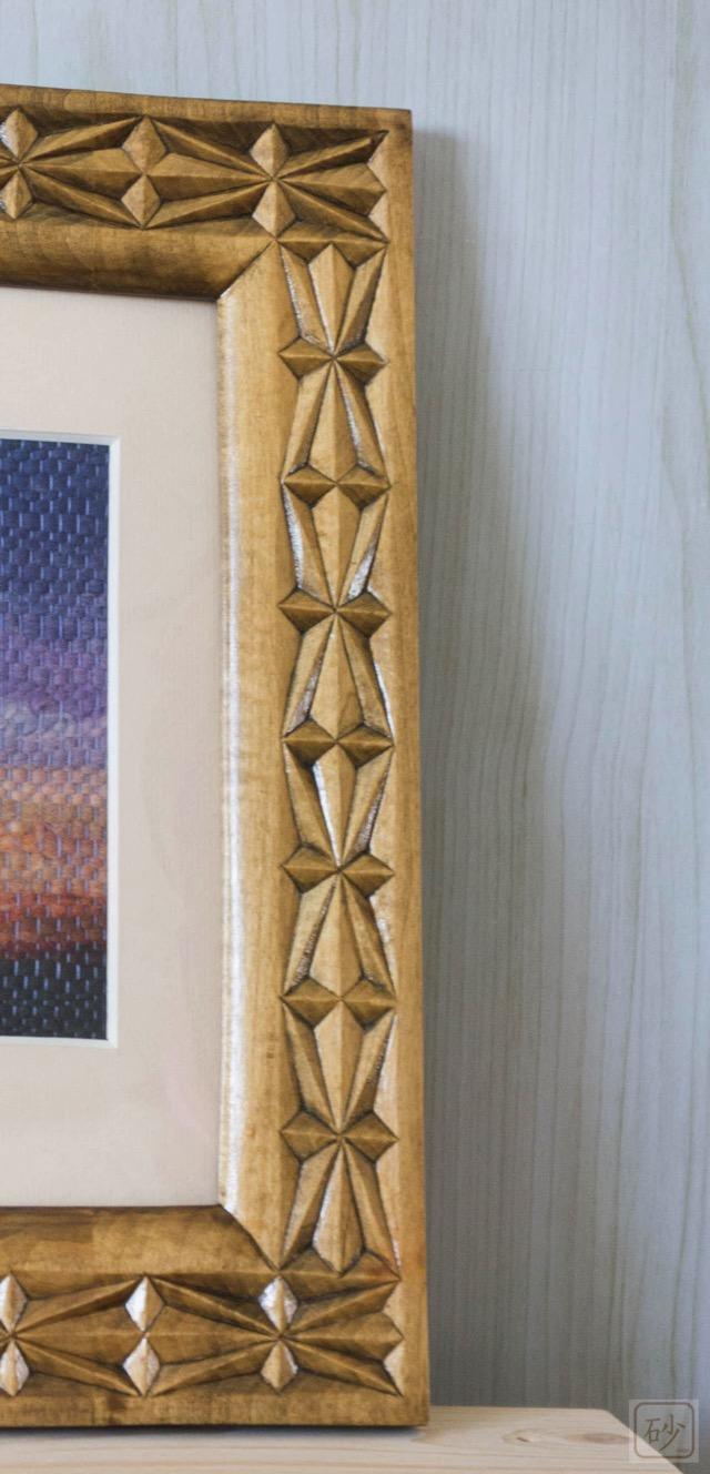 木彫りの額縁 幾何学模様