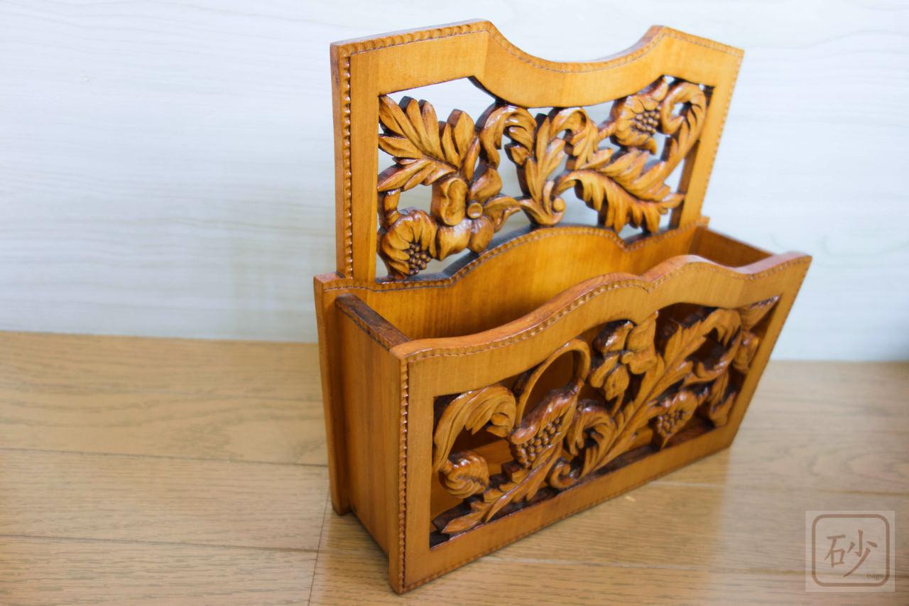 木彫りのレターラック アカンサス柄