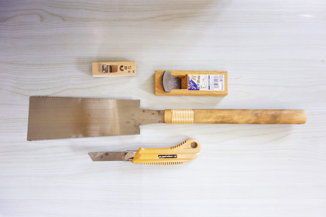 木彫りの道具 ノコギリとカンナ