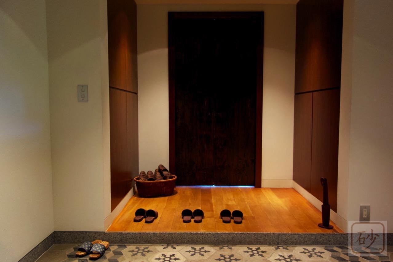 六花山荘玄関の中