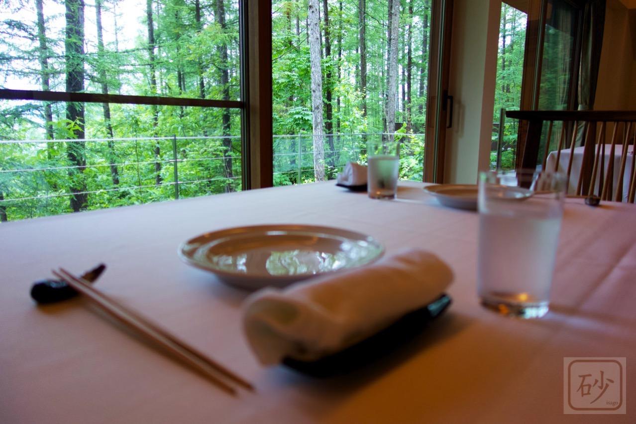 六花山荘のテーブル