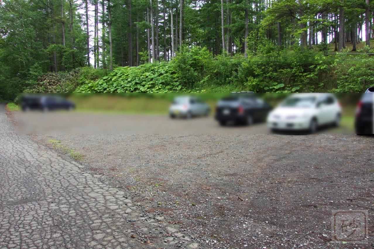 六花山荘の駐車場