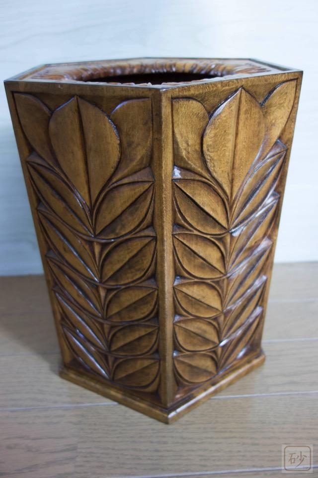 木彫りのゴミ箱