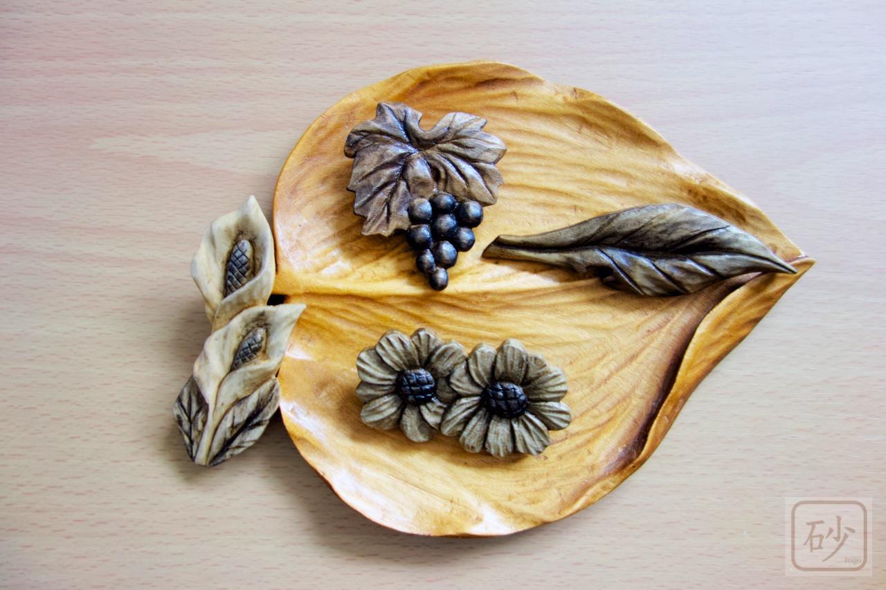 木彫りブローチ