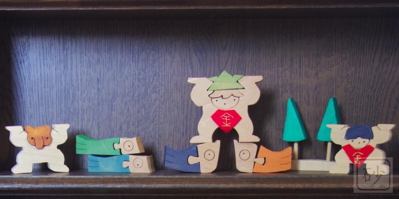 4匹の鯉と兜金太郎と鯉のぼりに乗った金太郎とクマ