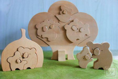 組み木のコアラ軍団