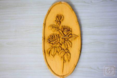 木彫りのレリーフ 楕円のバラ