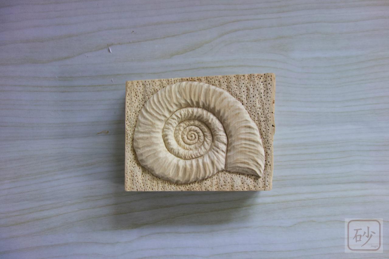 木彫りのアンモナイト