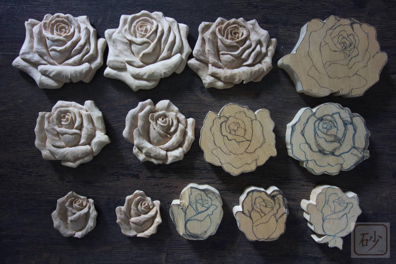 木彫りバラの花