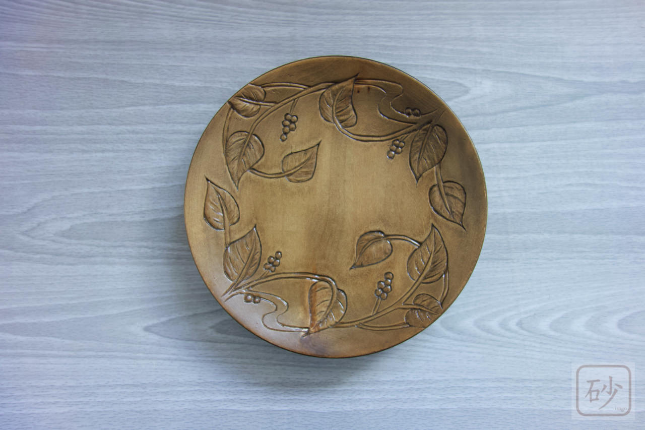 木彫りの菓子器 木の実の柄