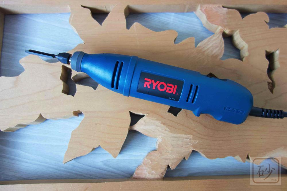 電動彫刻刀で木を彫ってみた【動画あり】