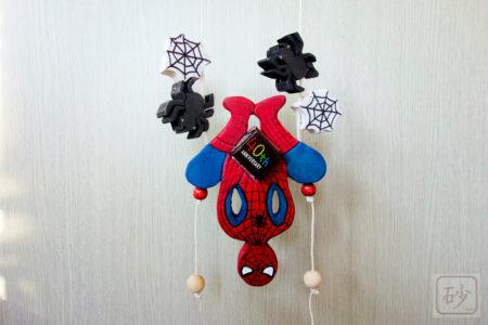 孫の気を引くバレンタイン 木彫りの登り人形を作る【動画あり】