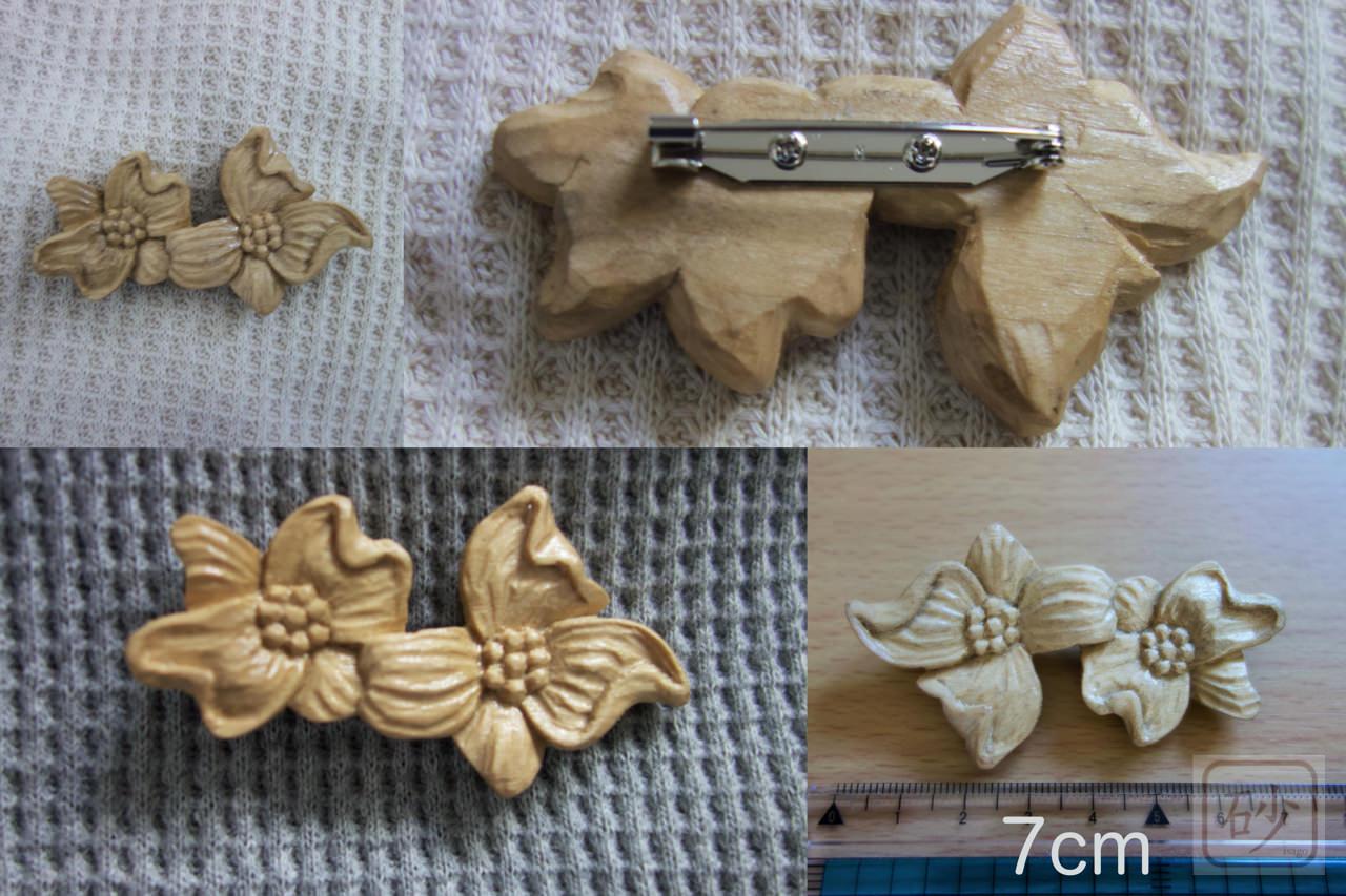 木の手作りブローチ