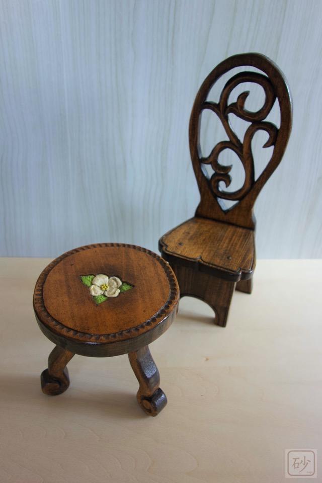 木彫りミニュチュアイスイスとテーブル