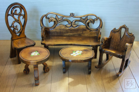 木彫りミニュチュア家具