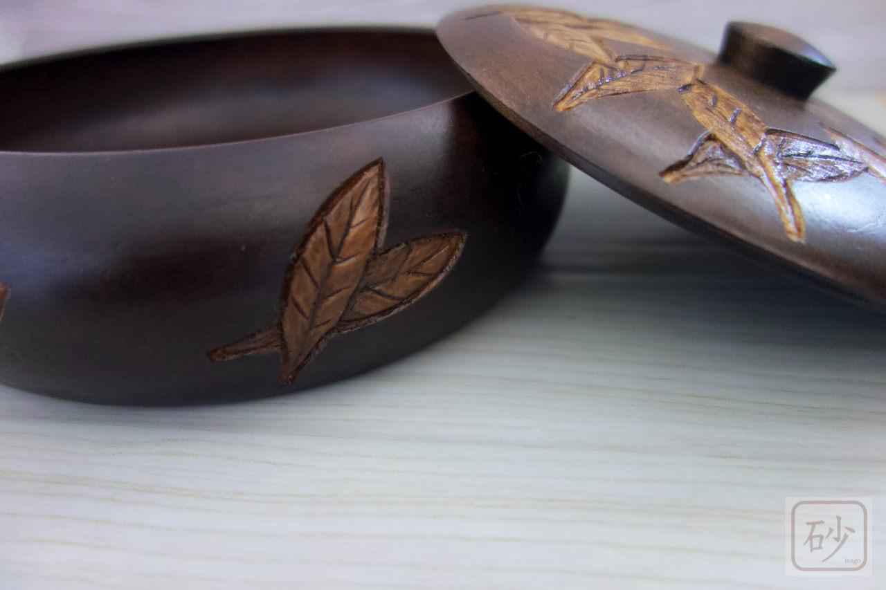 木彫りの菓子器 葉っぱ模様