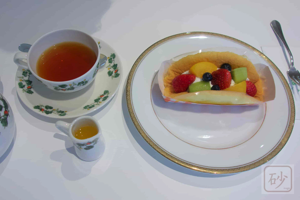 オムレツケーキと紅茶