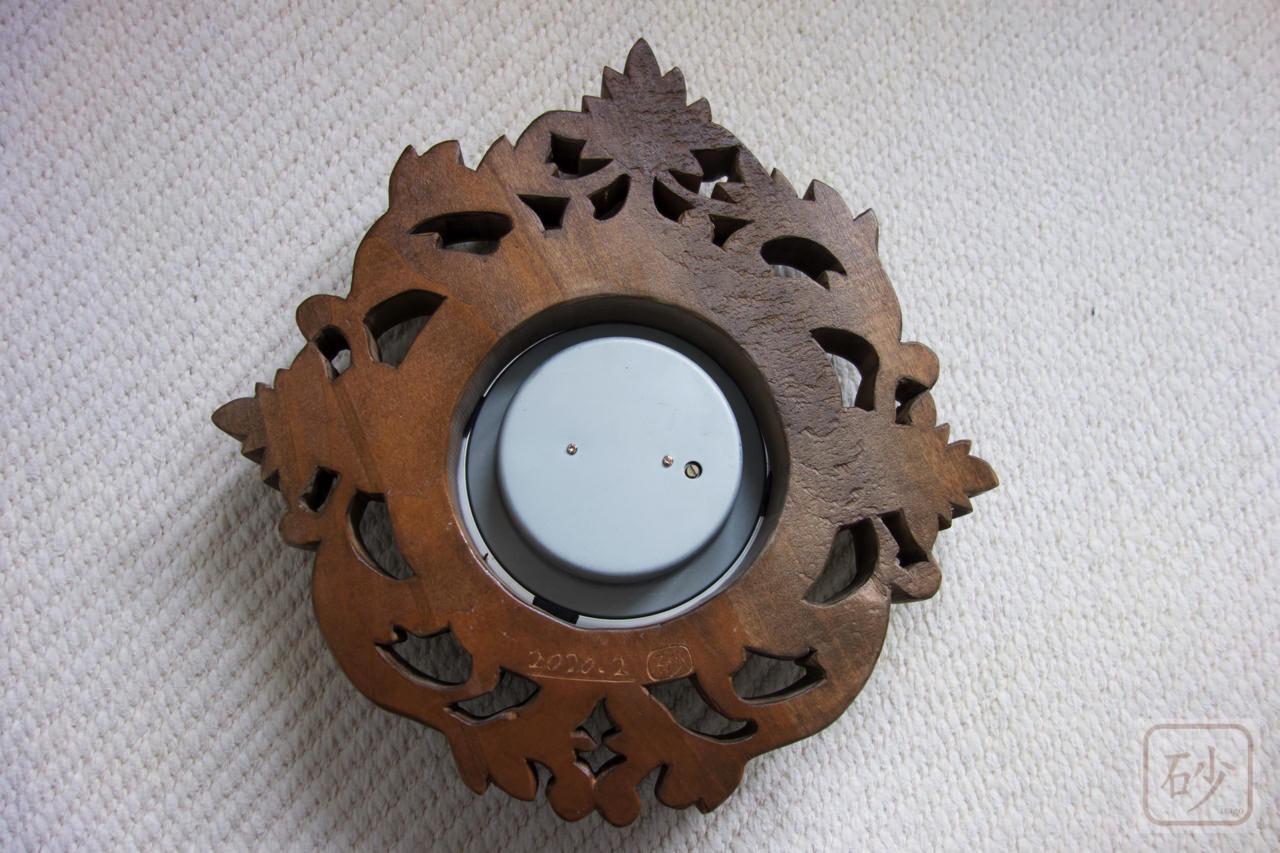 木彫り気圧計の裏側