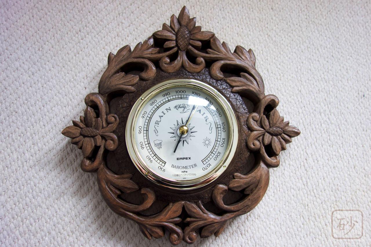 木彫り気圧計