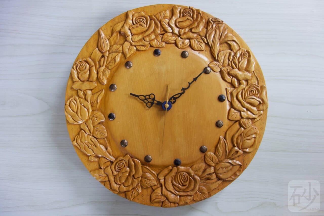 木彫りバラの丸時計