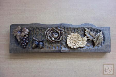 木彫りブローチ5個を完成させる