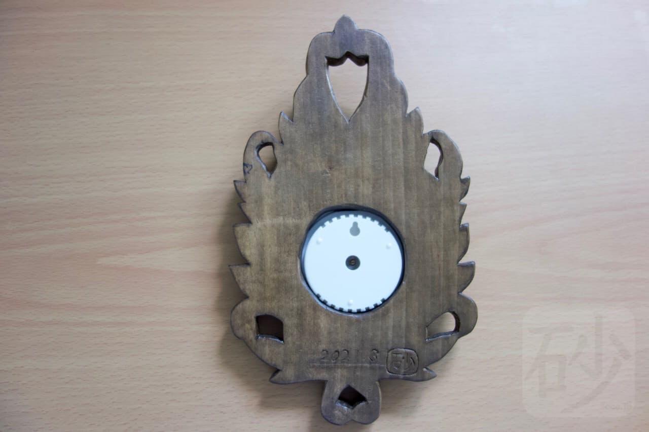 木彫り温度計裏側