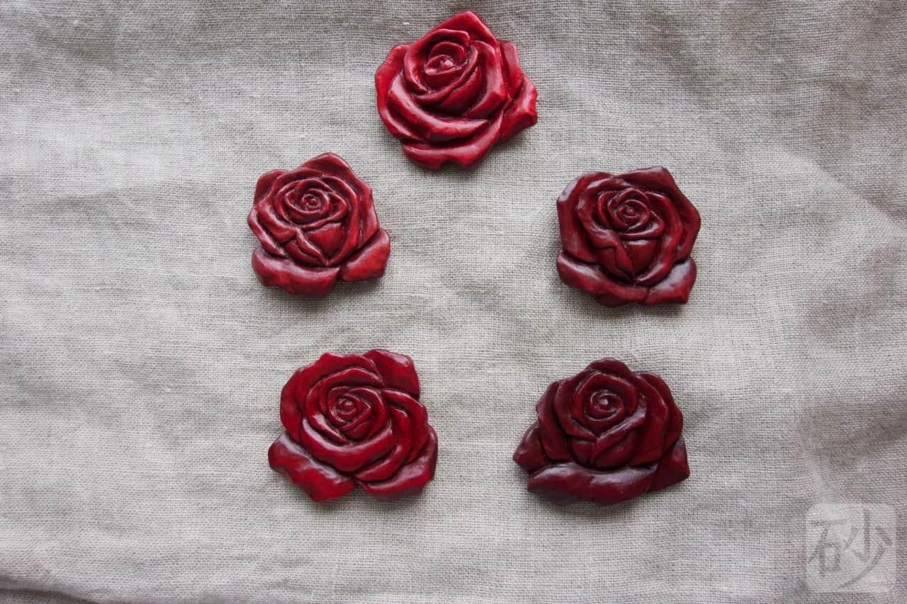 赤い薔薇ブローチ